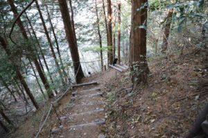 高取山の急な階段