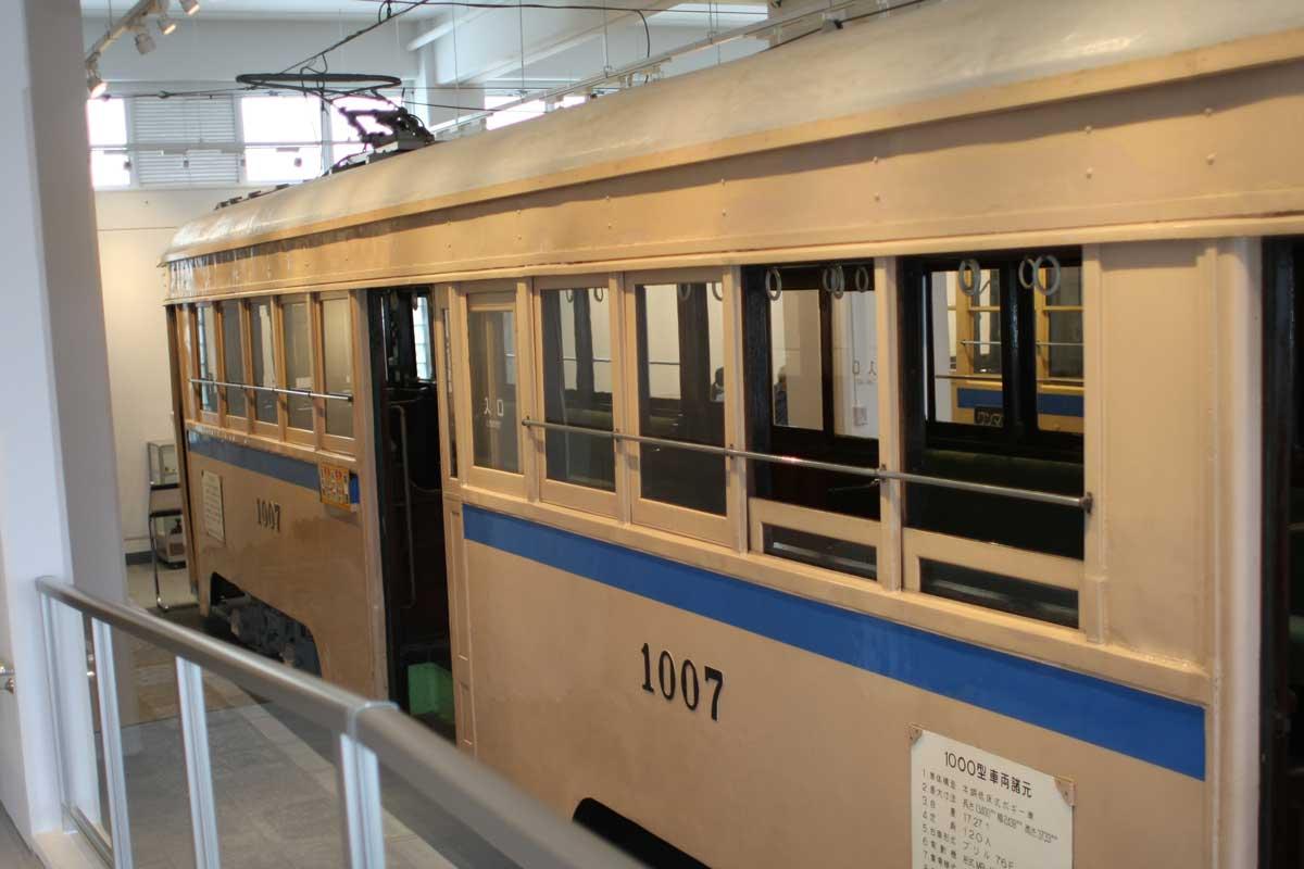 昔の電車の展示