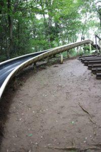 野山北公園のあそびの森のアスレチックにあるすべり台
