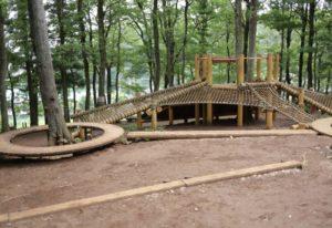 野山北公園の冒険の森にある複合遊具