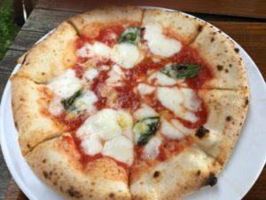 長門牧場のレストランのマルゲリータピザ