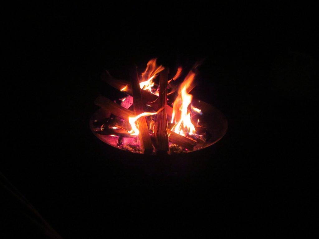五光牧場オートキャンプ場の夜の焚火