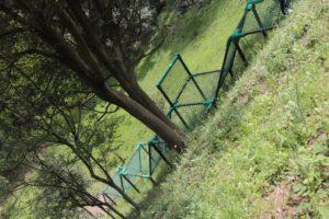 あつぎこどもの森にあるネット遊具ムササビの道を横から見た写真