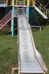 観音崎公園のうみの子とりでにある長いすべり台