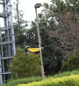 おだわら諏訪の原公園の長いすべり台の行き先を示す標識