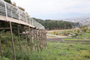 """おだわら諏訪の原公園にある長いすべり台""""ローラーすべり台"""""""