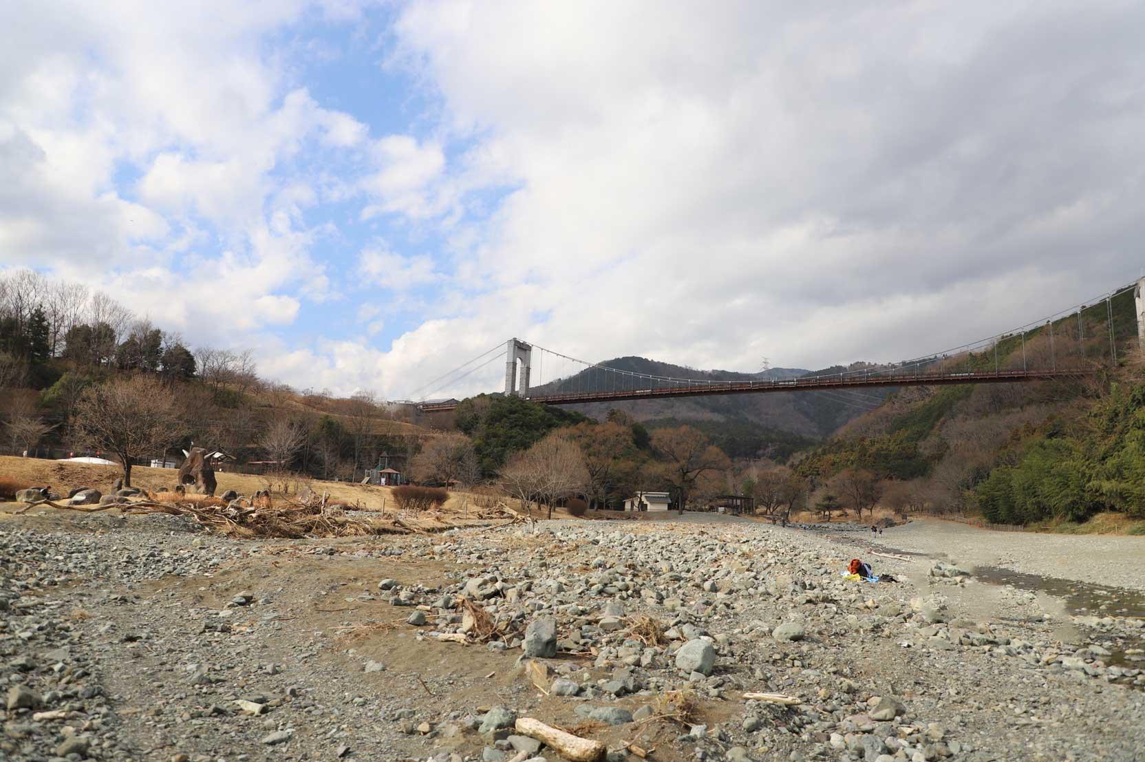 県立秦野戸川公園の水遊びができる水無川