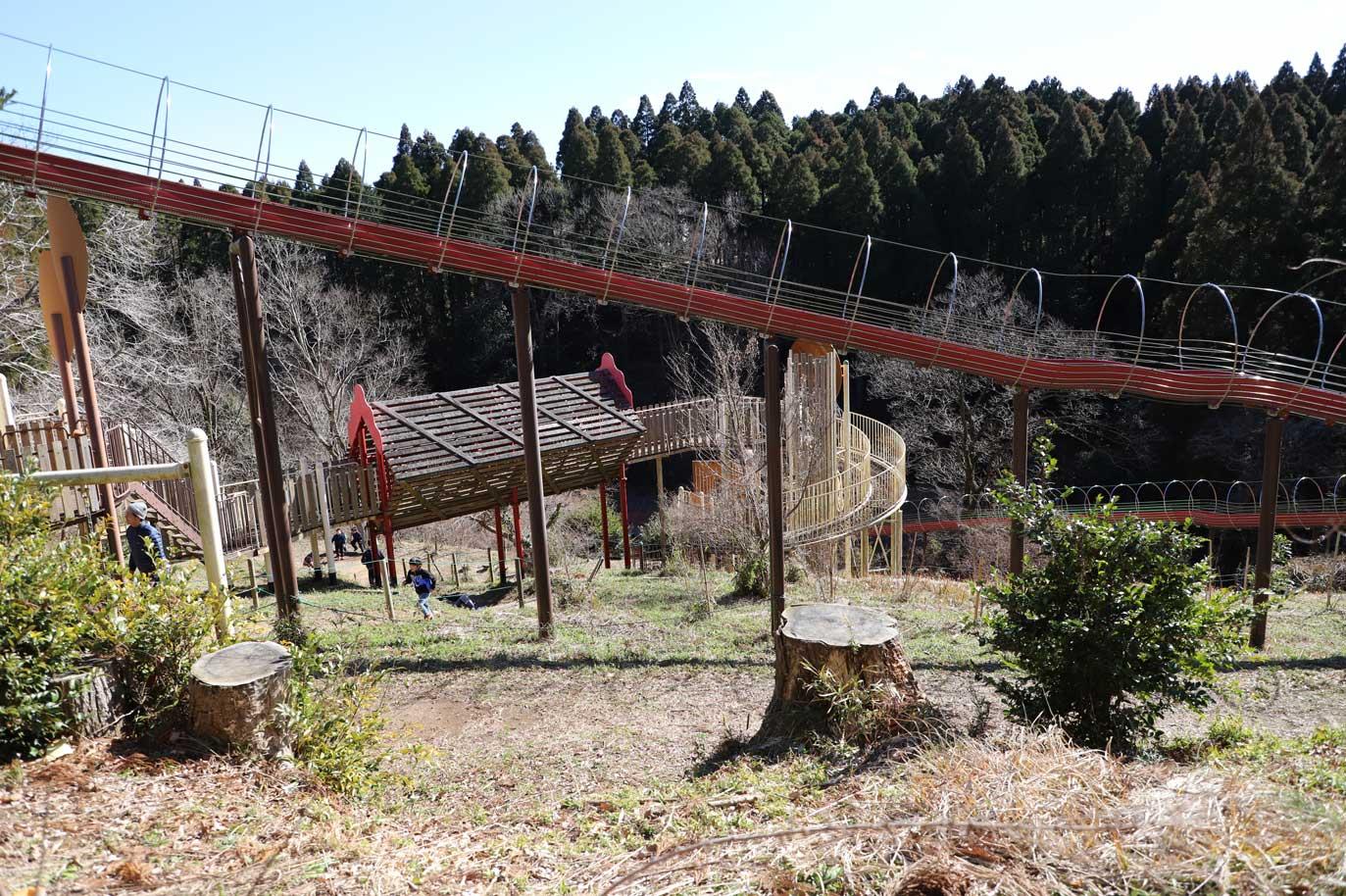 昭和の森にある長いすべり台