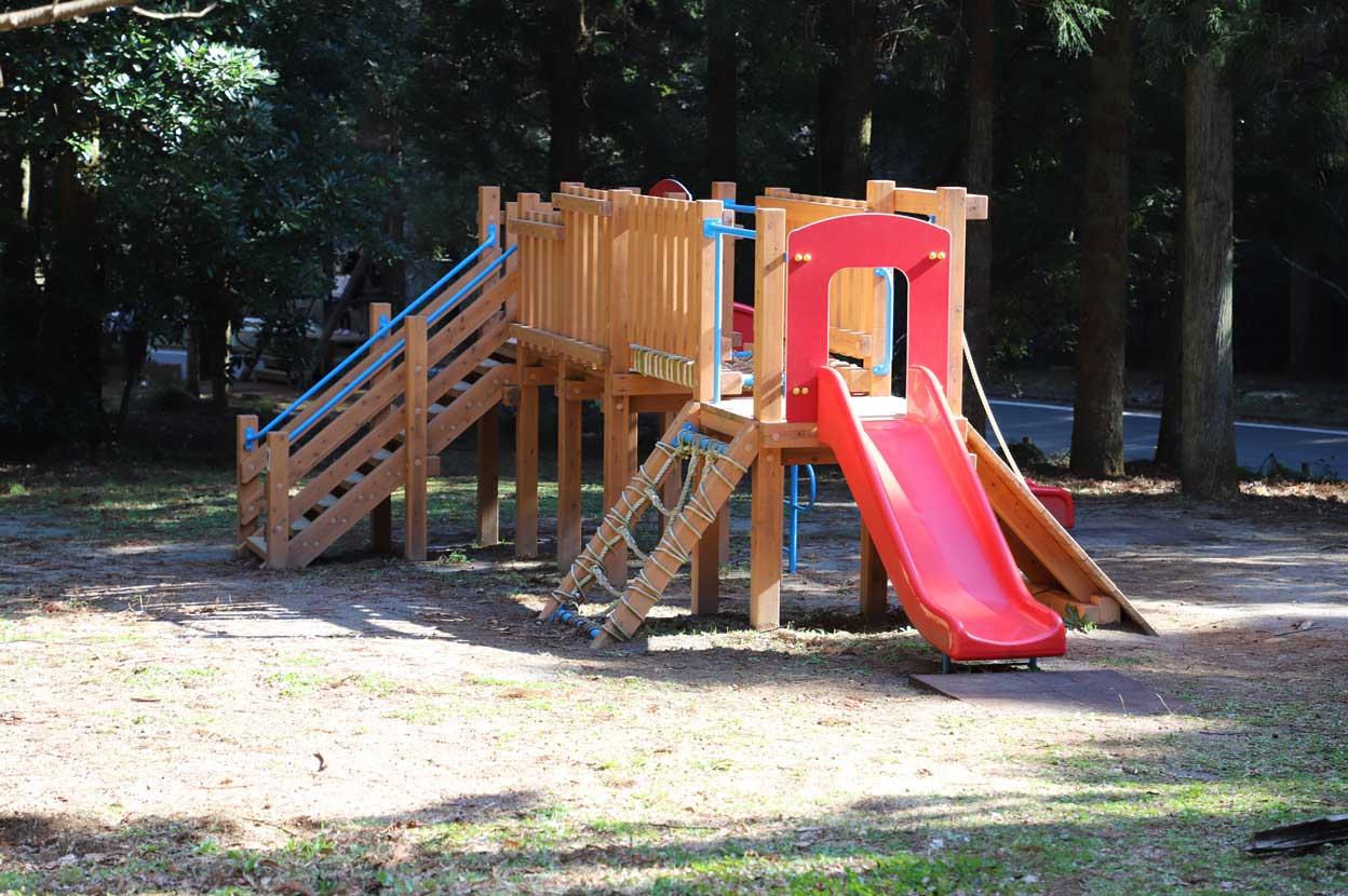 幕山公園にある複合遊具
