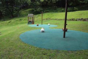 七沢森林公園のピクニック広場にある遊具