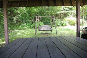 日野水牧場ファームハウスに置いてあるブランコ