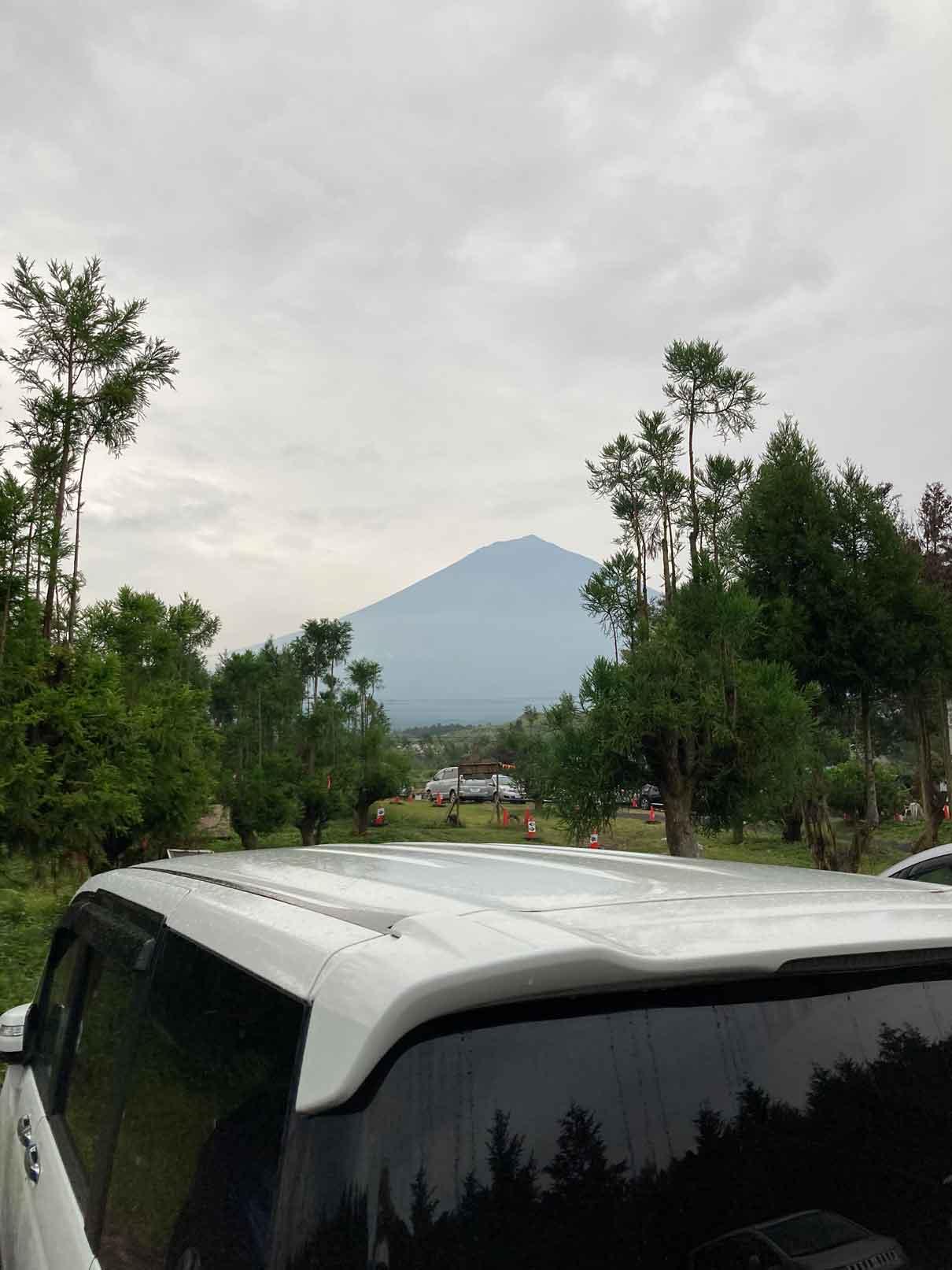 富士山ワイルドアドベンチャーの駐車場から見える富士山