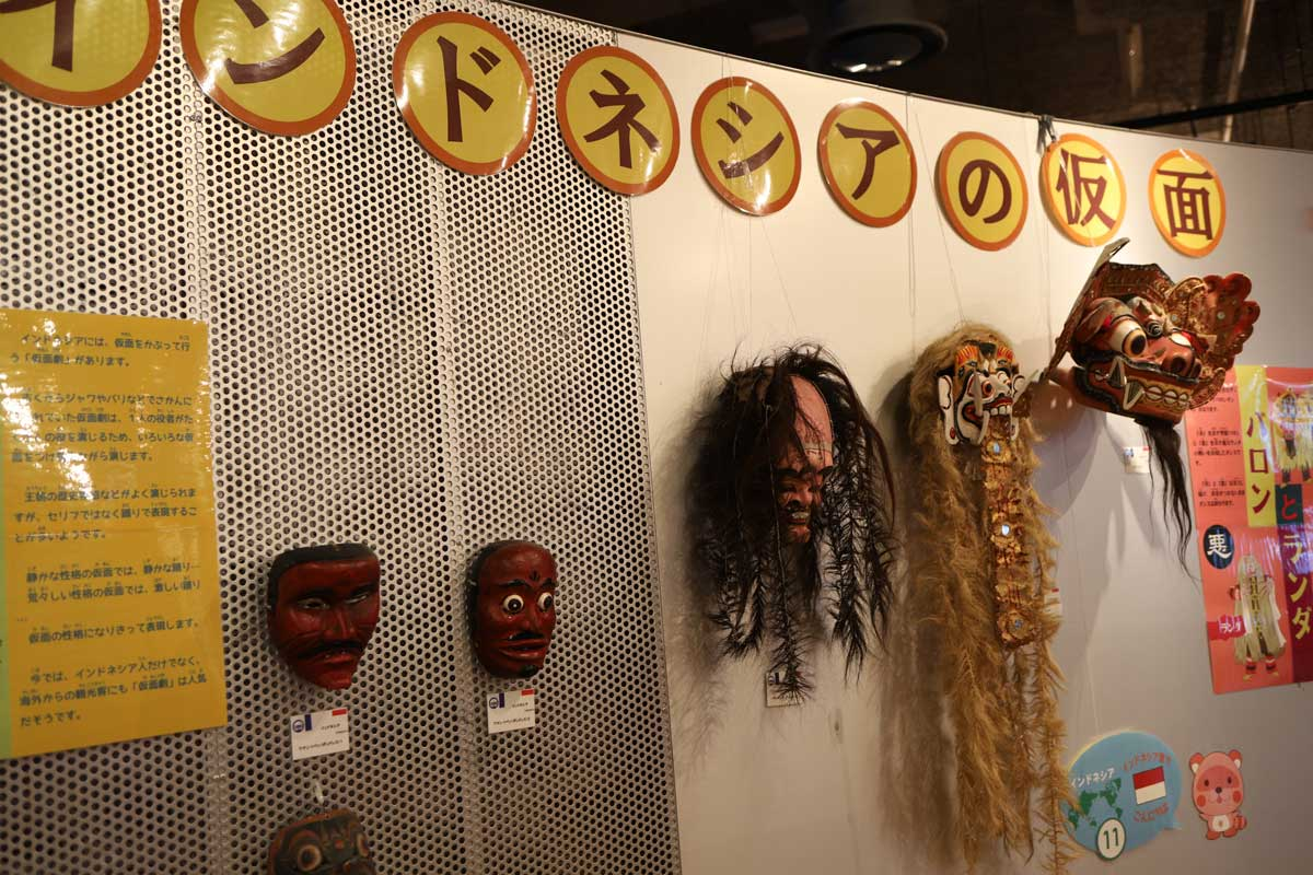 仮面の展示
