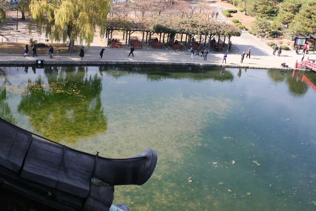 松本城の池