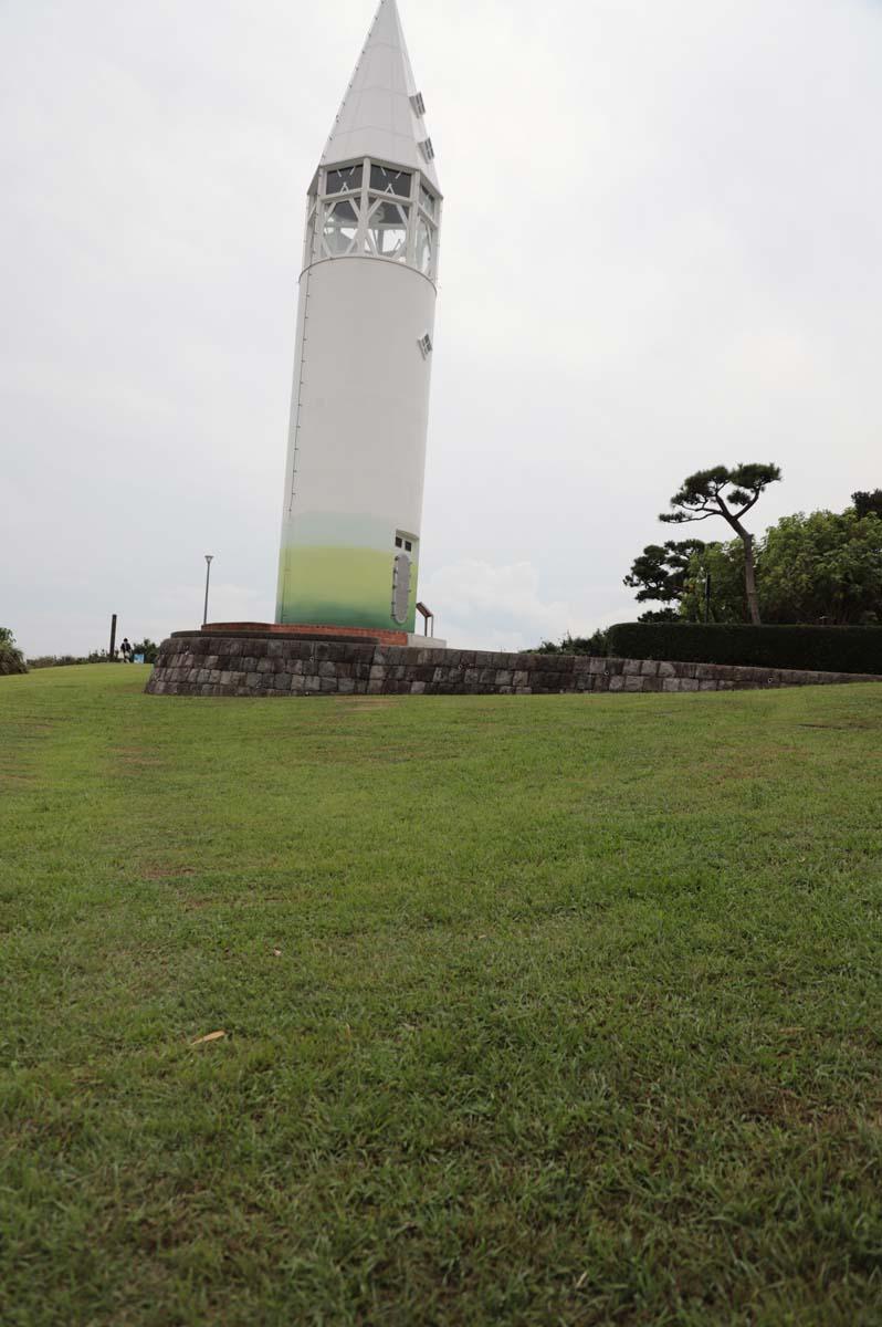 芝生広場と灯台